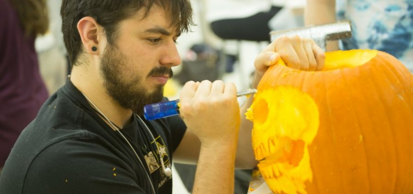 School of Art hosts Pumpkinalooza carving competition