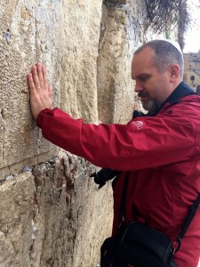 image of Michael Gizzi at the Western Wall.
