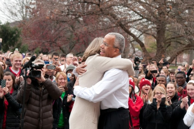Video: Students rally to say goodbye to President Bowman
