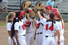 Illinois State softball team huddles