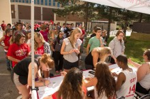 Students wait at 2014 move-in