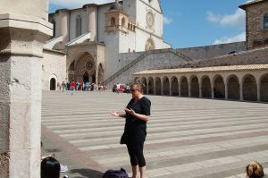 image of Kathryn Jasper lecturing students at Assisi in Italy.