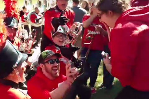 Video: Alumni couple engaged during Homecoming article thumbnail
