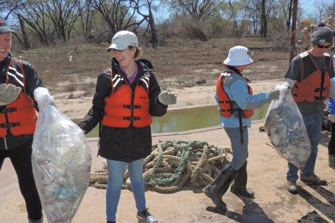 Students engage in service learning during Alternative Spring Break article thumbnail