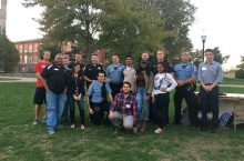 Students pose w/ cops on Quad