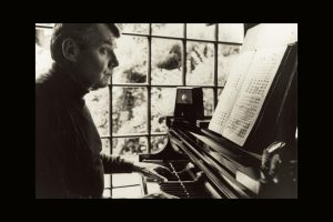 Image of Robert Shaw at the piano with a score.