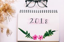 2018 calendar with glasses