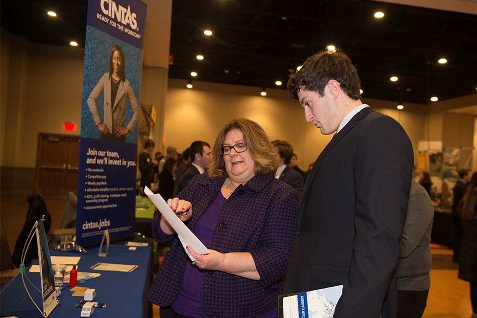Fall career fair dates announced - News - Illinois State