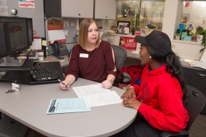 Illinois State talks with advisor at Career Center